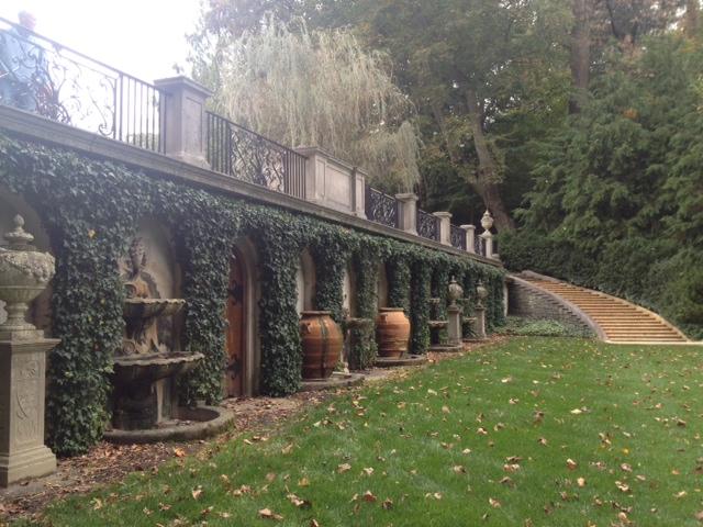 Longwood urns